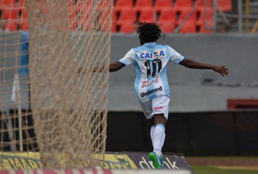 Negueba comemora Gol